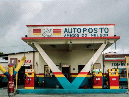 AUTO POSTO | Uma comédia com o tanque ainda cheio