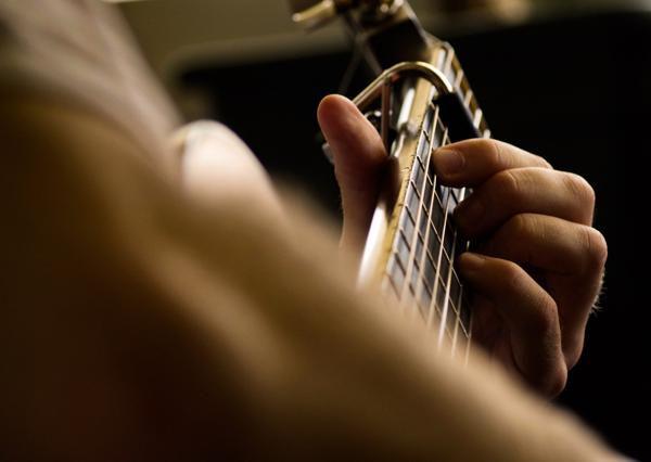 Konzert-, E-Gitarre