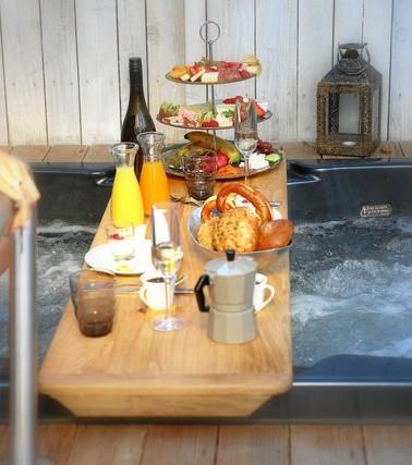 Privates Frühstück im Jacuzzi