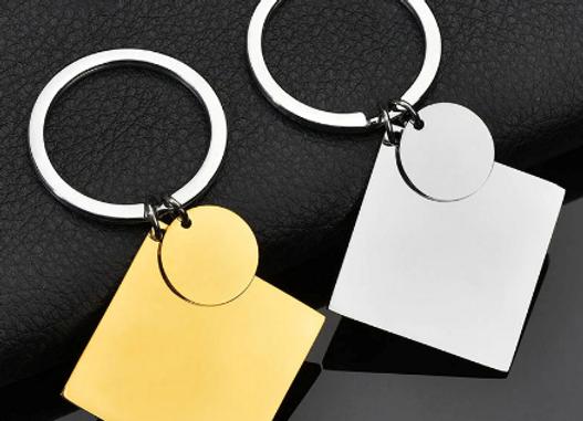G - Schlüsselanhänger mit viereckigen und runder Platte