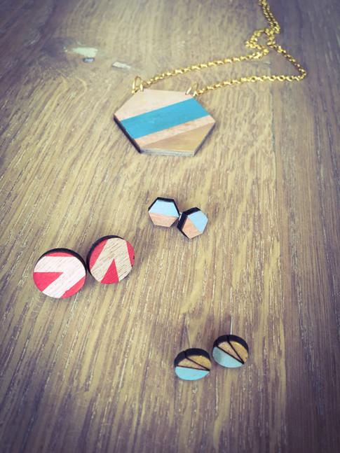 geometrische juwelen in hout