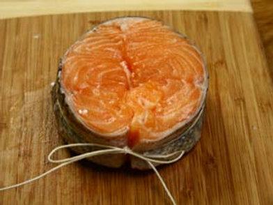 Medaglione di salmone lardellato