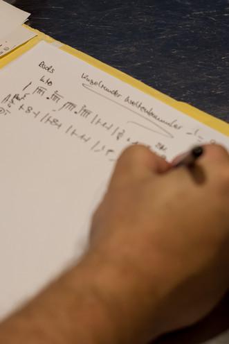 Stephan Lanzl notiert Schlagzeug-Pattern