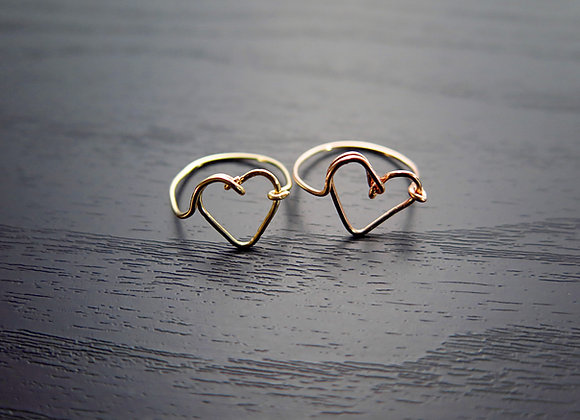 Gold Wire Heart Ring