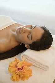 Eine Massage mit geleiteter Tiefenentspannung führt gestresste Gemüter schnell zur tiefen mentalen Enspannung.