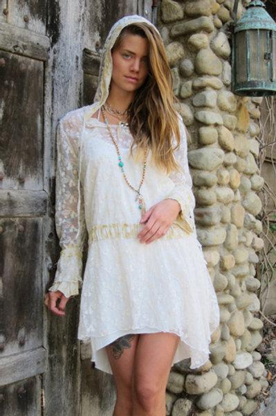 Hood dress in lace