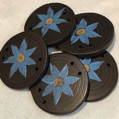 Boutons vinaigrier fleur bleue