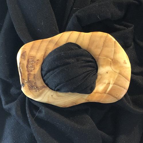 Boucle à foulard en mélèze mesurant 6 x 9.5 cm