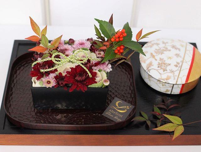 花箱__お重の一段のような花箱。_クリスマスに続いて、_お正月のアレンジを2つも