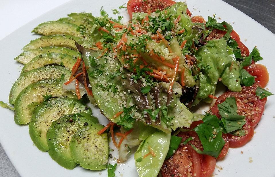 hanf-salat-mit-hanfnuessen-1.jpg