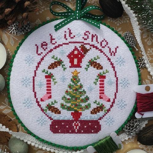 C217 Christmas Snow Globe