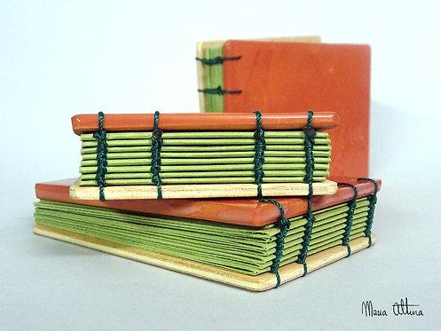 Zeramika eta egurrezko liburu txikitxoa