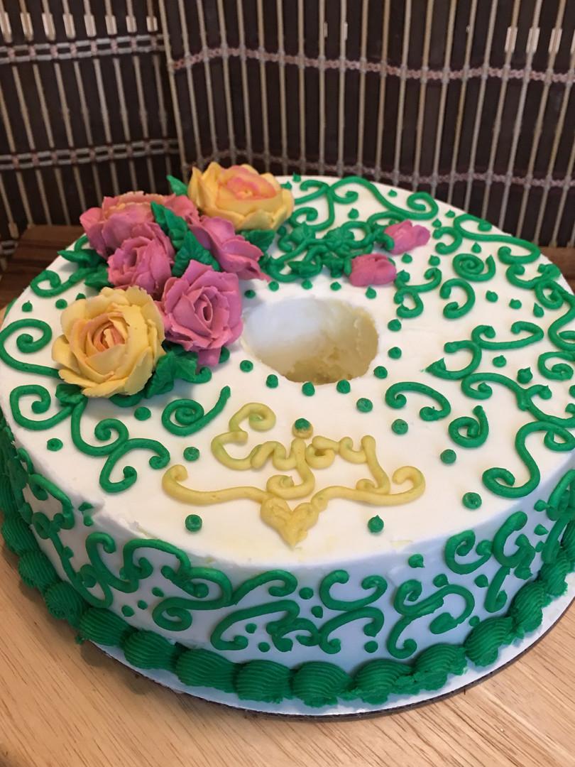 Green scroll cake.JPG