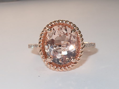 Ladies Morganite and Diamonds Ring