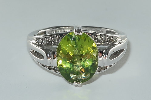 Ladies Natural Peridot and diamonds ring . 2.50cttw