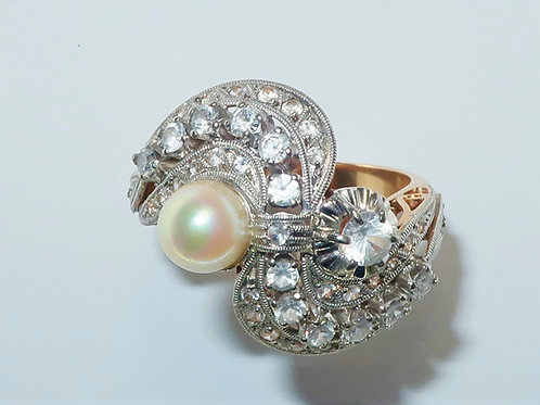 Art Nouveau style Sapphire and Pearl ring in 14 karat yellow gold