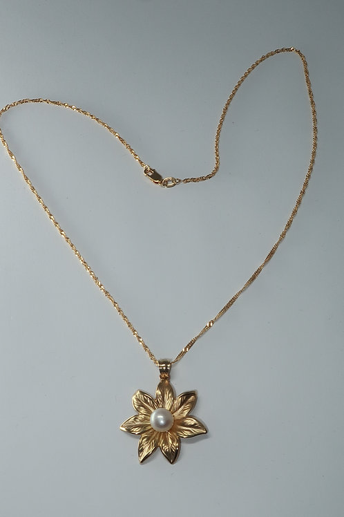 Lysimachia borealis (Starflower) 14Karat yellow gold pendent with Akoya pearl