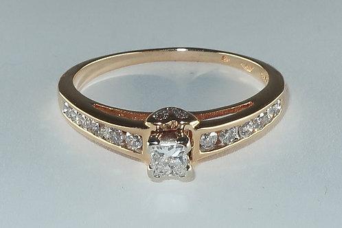 Ladies Engagement Ring / Fashion Ring.1/2cttw