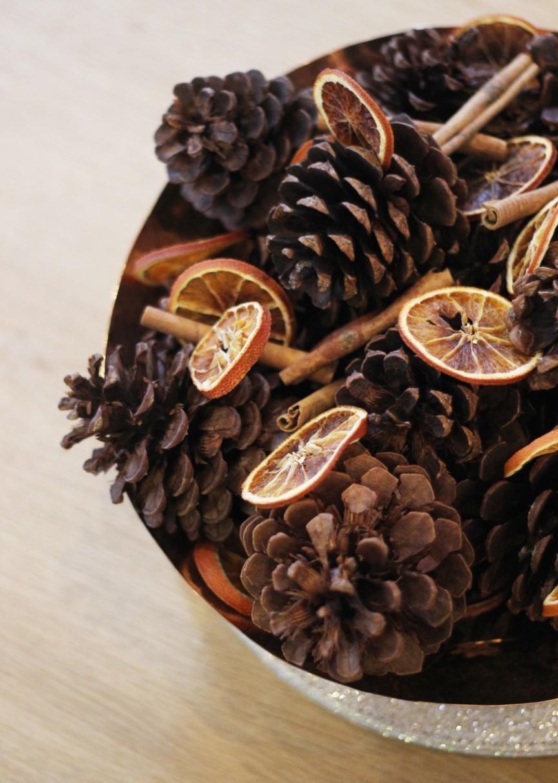 Pinecone and orange - DIY winter decor