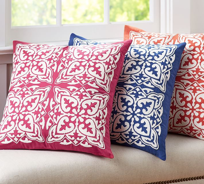 Embroidered pillows - spring trend