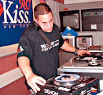 """98.7 Kiss FM """"13 Yrs"""""""