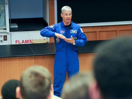 El astronauta estadounidense que se lanza el próximo mes puede pasar un año en el espacio