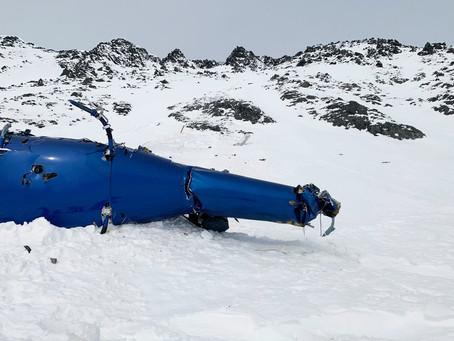 Los propietarios deben sacar los restos del helicóptero de la pendiente de Alaska