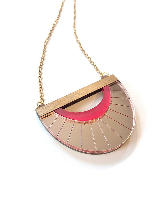 Clamshell necklace in Rose Gold
