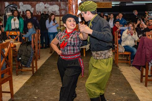 baile folclore en Estancia Rio de los ciervos