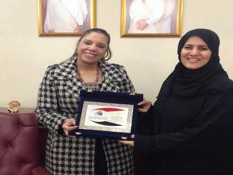 تسليم  درع المكتب المصري لرئيس اللجنة الوطنية الثقافية بالدوحة