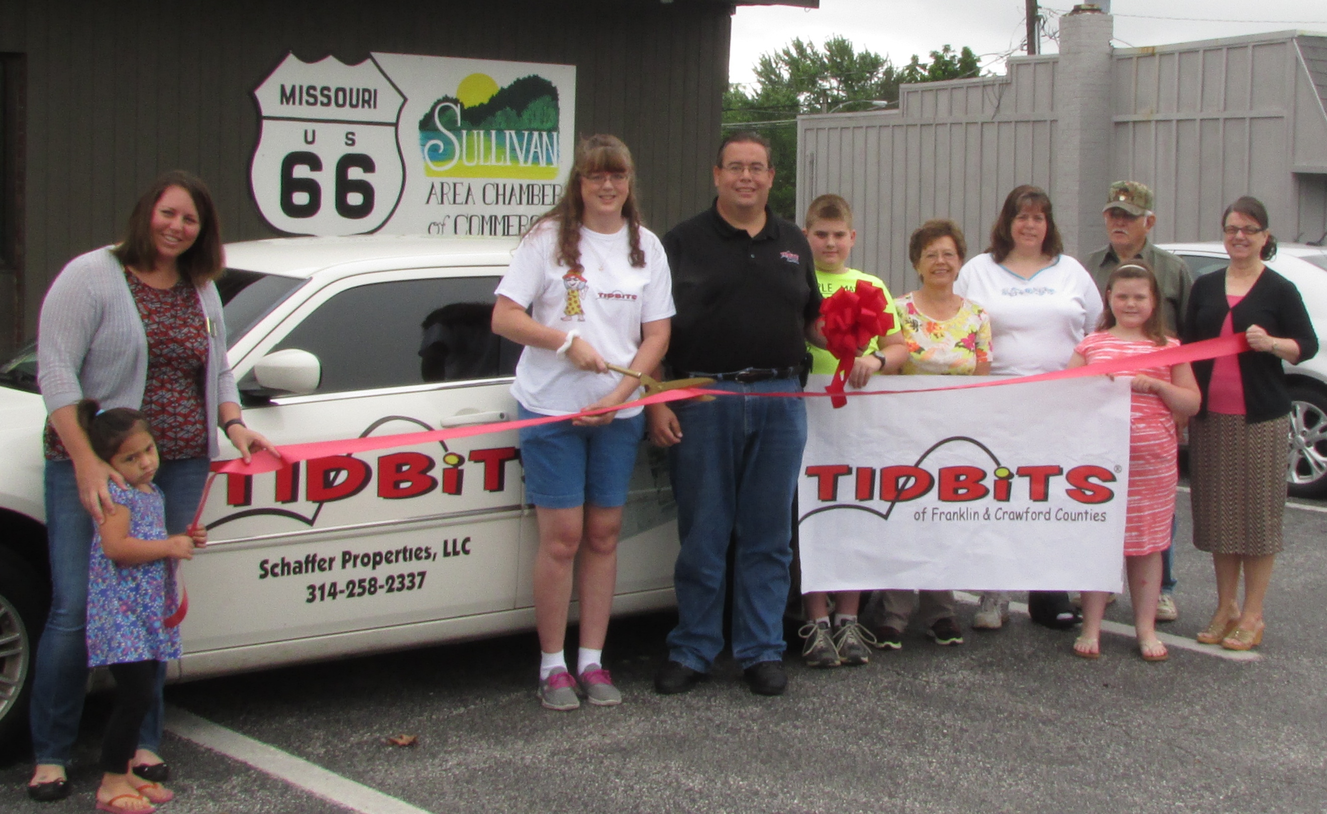 Tidbits Ribbon Cutting