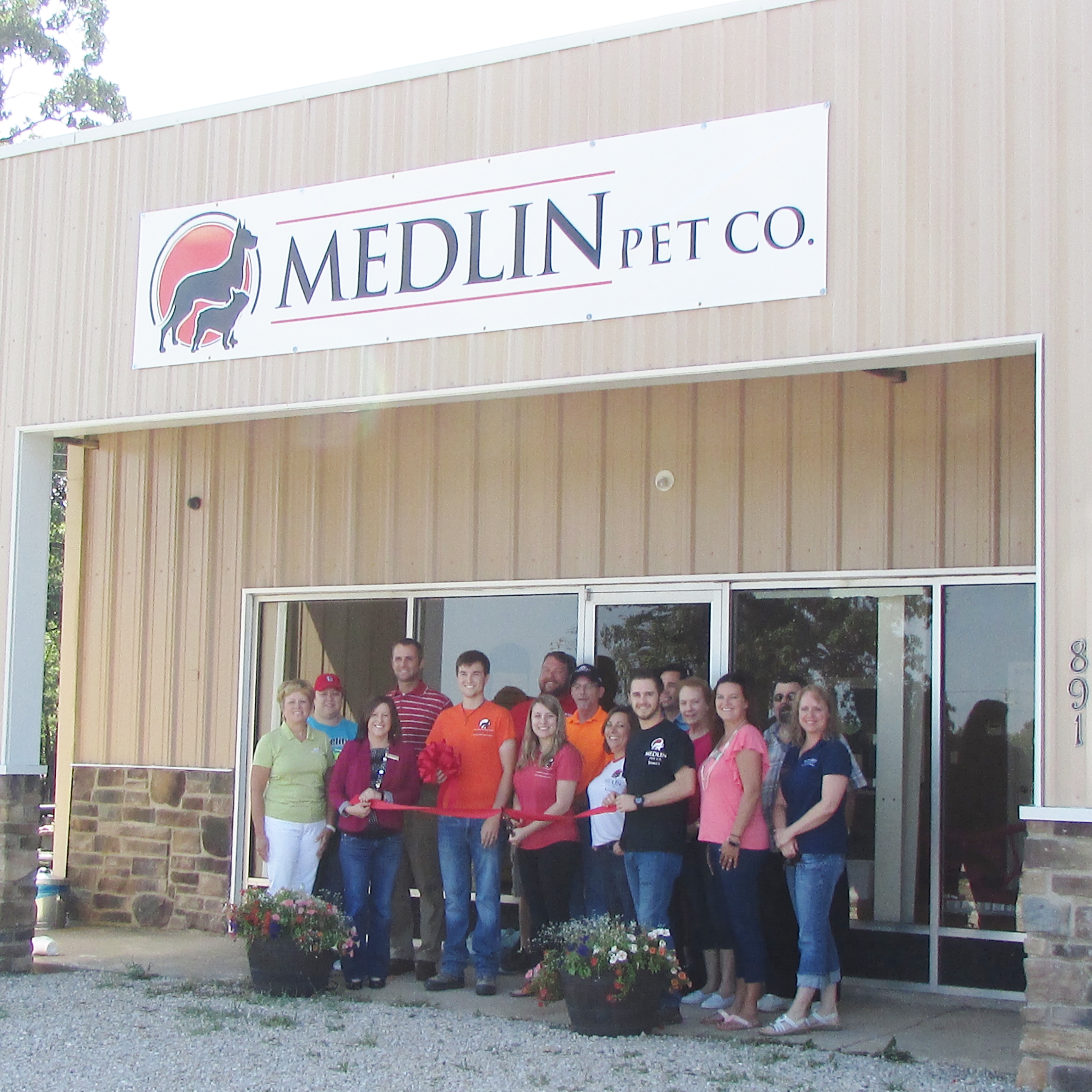 medlin pet co riboon cutting