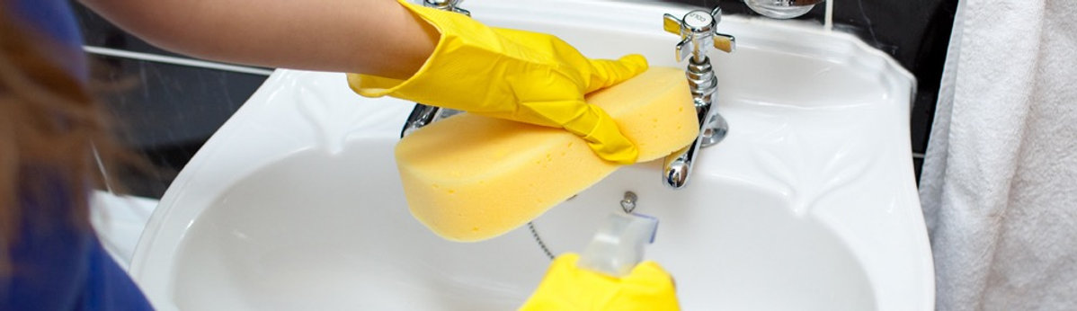 Cleaning sink and faucets with sponge, Tucson cleaning service HomeHappy