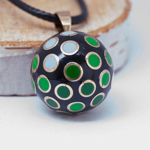 Музыкальный кулон Черный с зелеными кружочками 20 мм