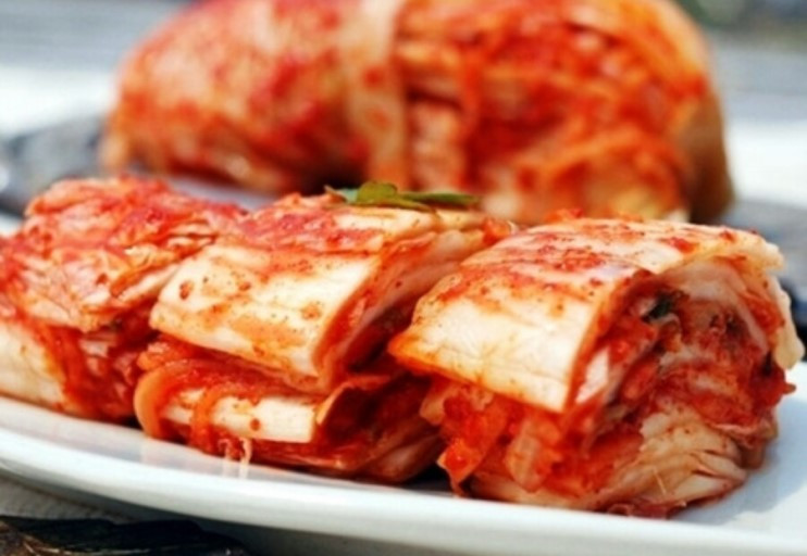 Baechu kimchi is normally served sliced.