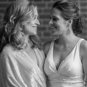 20170422_Emily&Molly_Wedding_029_b&w.jpg
