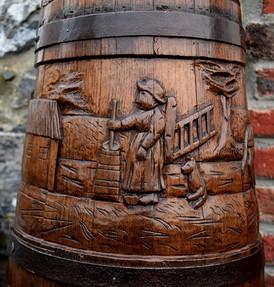 Détail de baratte normande sculptée 1900