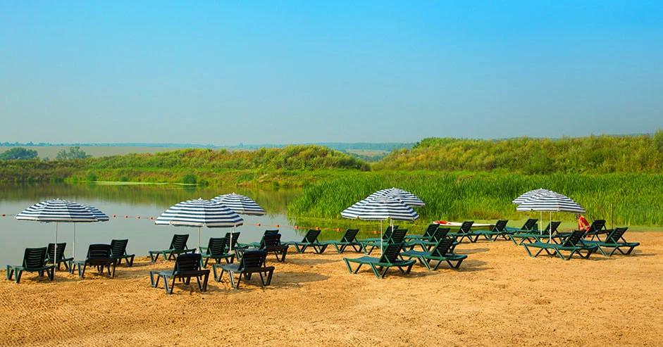 Песчаный пляж Парк-отеля Яхонты Таруса