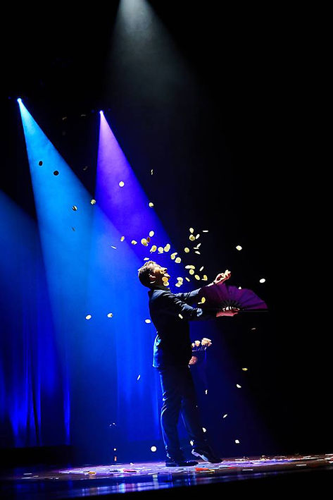 Stage-Magic-Show-Holland-hire-magician.j