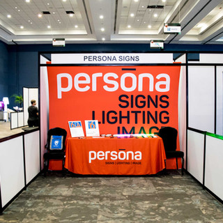 Exhibición stand Persona Signs