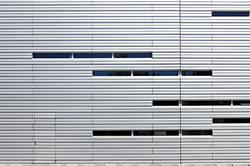 Tür in Aluminium Fassade