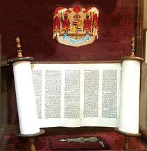 640px-King_Kalakaua's_Torah_and_yad_edit