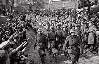 1024px-German_soldiers_in_Prague_1939.jp