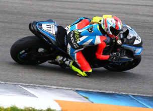 Alex am Motorrad_edited.jpg