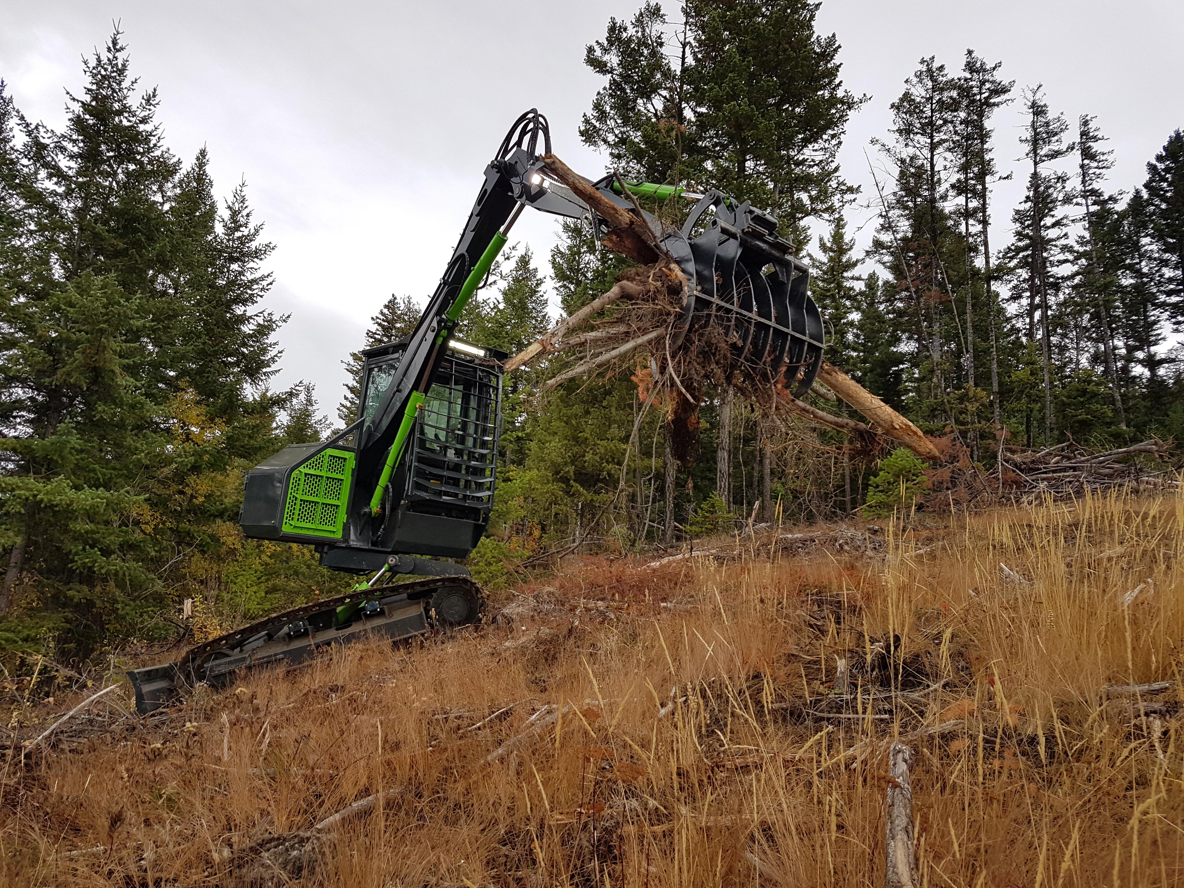 Brushing tilt excavator