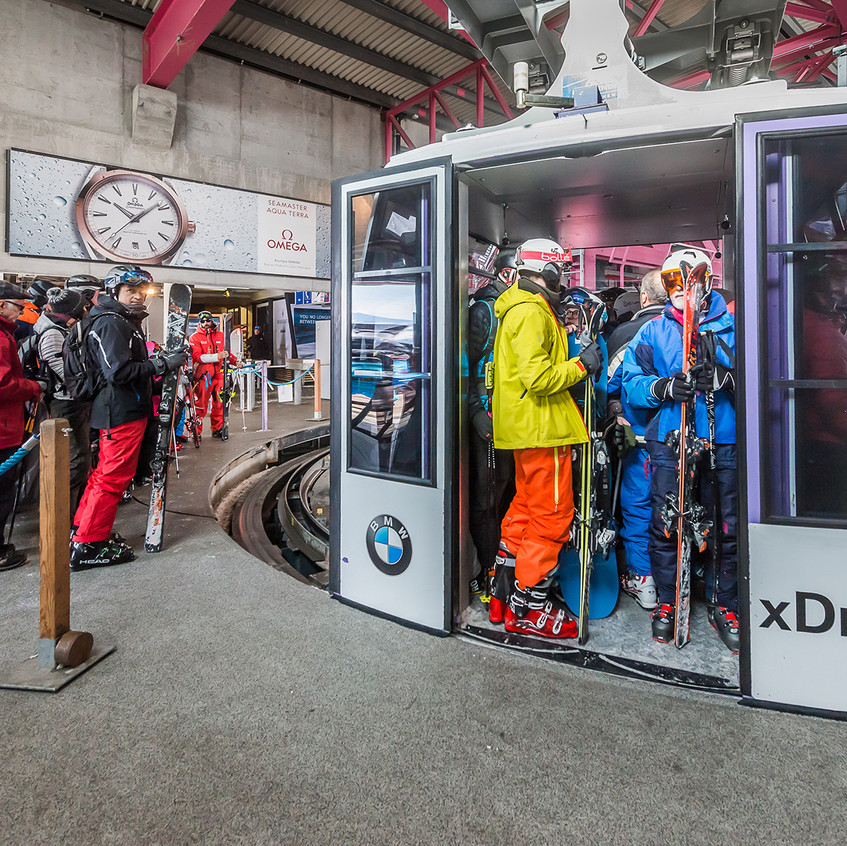Gondola wrapping BMW