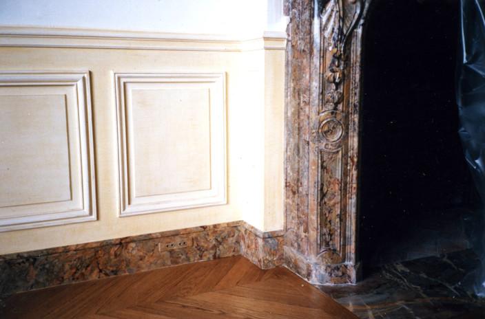 Plinthes en faux marbre Cheminée en Sarrancolin
