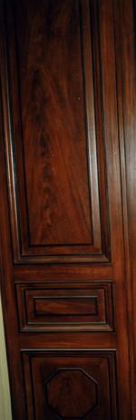 Détail de porte en faux bois