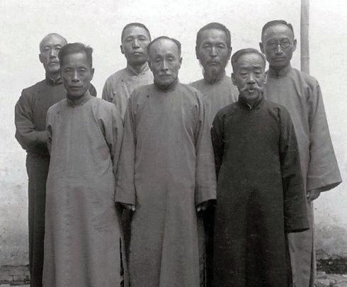 (김구사진자료집) 1935 국무위원들.jpg