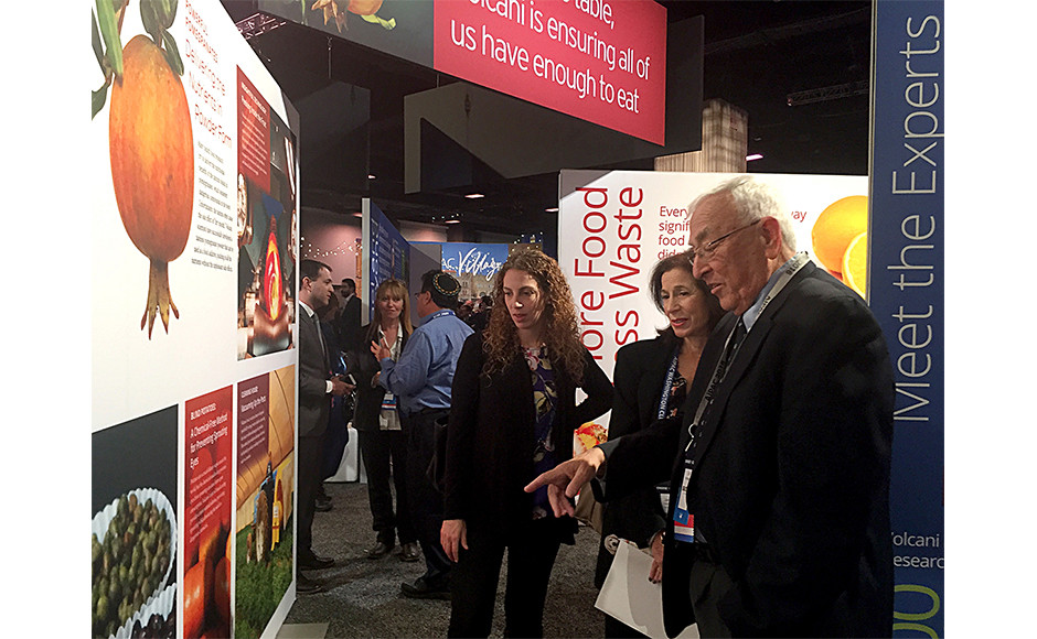 The open design provides opportunities for exhibitor-facilitated conversations.